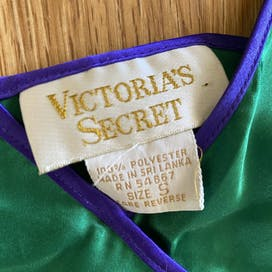 90's Green Satin Cami and Shorts Lingerie Set by Victoria's Secret