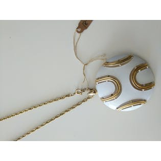 White & Gold Pendant Necklace