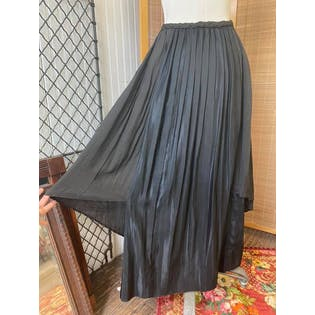 10's Black Silk Pleated Skirt with Rosette Trim by Korrect