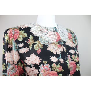 80's Black Floral and Lace Collar Cropped Blouse
